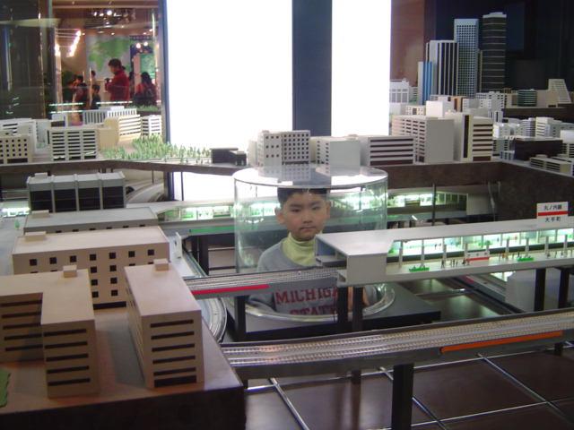 地下鉄博物館のメトロパノラマに入る下の子