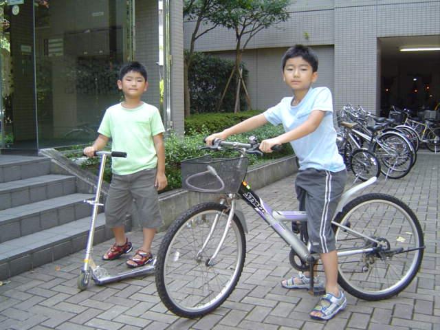 自転車とスクーター