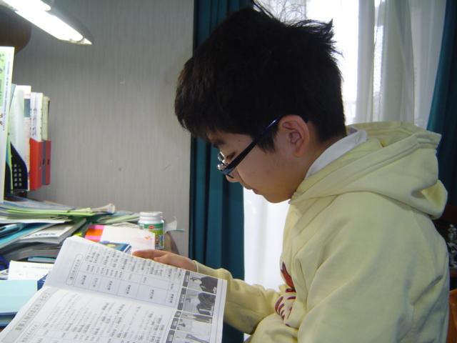 勉強するおいにいちゃん