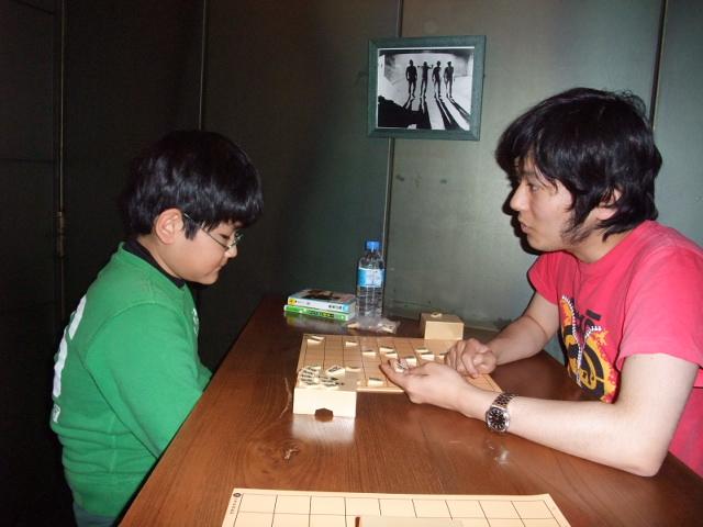 将棋教室で天野三段から指導を受ける下の子
