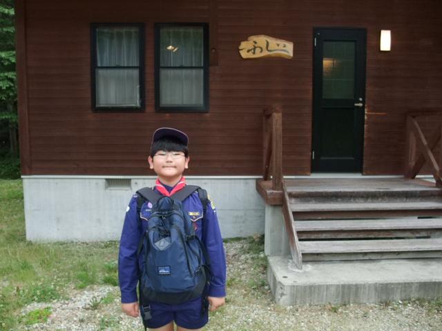 キャンプ地のログハウスに着いた下の子