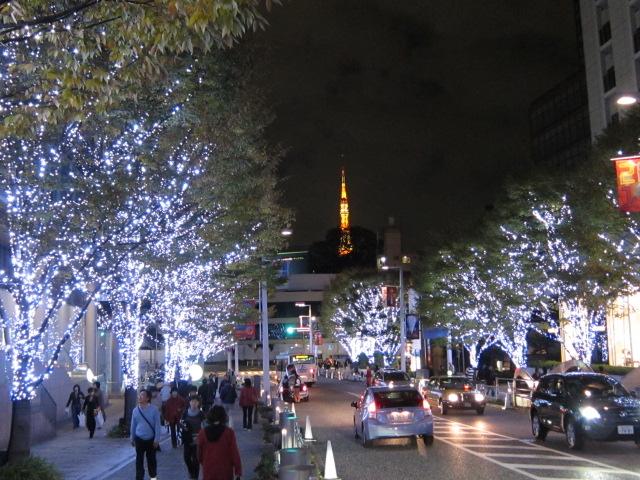 東京タワーをバックにけやき坂イルミネーション