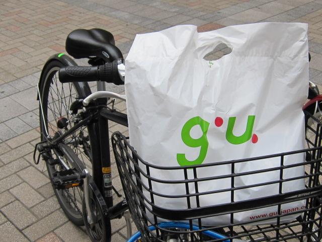 g.u. ジーユーでお買い物をして自転車へ