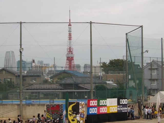下の子の中学校のグランドから望む東京タワー